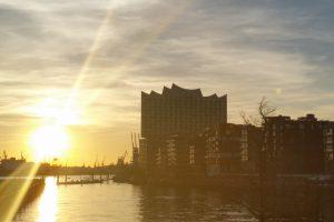 Blick auf Hafencity bei Sonnenuntergang bei einer Stadtfürhung von Führungen Hamburg